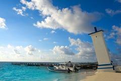 Пляж маяка Puerto согнутый Morelos в Мексике Стоковое Фото