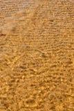 Пляж моря волны на взгляд сверху стоковое фото rf