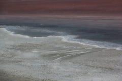 Пляж моря и мягкая волна моря Летний день и предпосылка пляжа соли стоковое фото rf