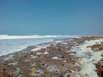 пляж моря развевает каменная песчинка песка стоковые фотографии rf
