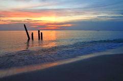 пляж над заходом солнца моря Стоковое Изображение RF