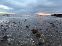 Пляж на Whitby стоковое изображение rf