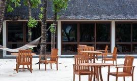 пляж обедая таблица курорта Мальдивов Стоковое Фото