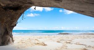 пляж обрамил естественное тропическое Стоковые Фотографии RF