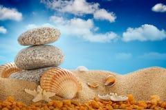 пляж обстреливает лето камней