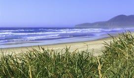 Пляж Орегон Rockaway на солнечный день Стоковые Фотографии RF