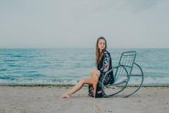 пляж ослабляя стоковое фото rf