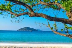 Пляж острова Miang Koh Similan в национальном парке, Таиланде Стоковые Изображения RF
