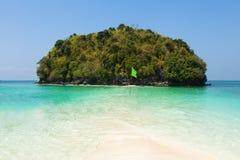 Пляж острова Tup между Пхукетом и Krabi в Таиланде Стоковые Фото