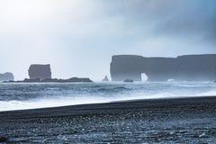 Пляж отработанной формовочной смеси Reynisfjara, Vik Стоковые Изображения RF