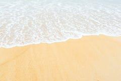 Пляж песка и волна моря для предпосылки Стоковая Фотография