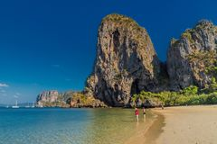 Пляж пещеры PhraNang в Krabi Таиланде стоковое изображение rf