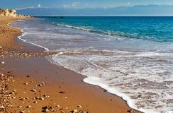 пляж приглашая длиннее среднеземноморское песочное Стоковые Фотографии RF