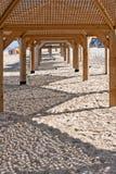 пляж приютит солнце деревянное Стоковые Фотографии RF