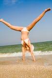 пляж работая море девушки Стоковое Изображение RF