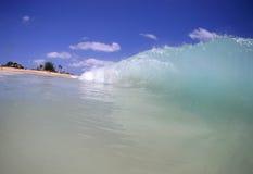 пляж разбивая волна Гавайских островов стоковая фотография rf