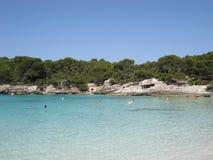 Пляж рая с водами бирюзы и белым песком стоковое фото rf