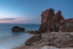 Пляж Родоса Kato Petres скалистый стоковая фотография
