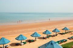 Пляж роскошной гостиницы Стоковое Фото