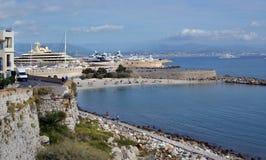 Пляж, стены, Марина & славное Антиба стоковые изображения rf