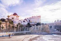 Пляж шага Mas Cala в Benidorm, Аликанте, Испании стоковые изображения
