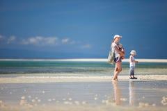 пляж ягнится мать Стоковая Фотография RF