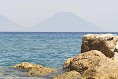 Пляж Brolo, Messina, Сицилия Стоковая Фотография