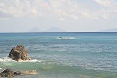 Пляж Brolo, Messina, Сицилия Стоковое Изображение