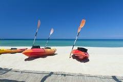 пляж canoes Средиземное море Стоковые Фотографии RF
