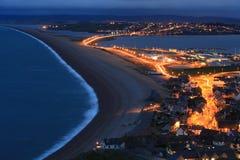 Пляж Chesil на ноче стоковые изображения rf