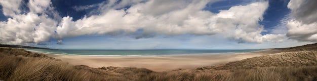 пляж cornwall панорамный стоковые изображения rf