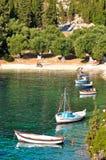 Пляж Foki около деревни Fiskardo, острова Kefalonia, Ionian островов, Греции Стоковые Изображения