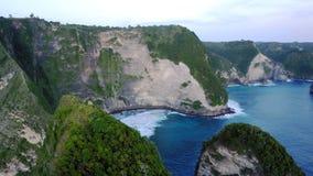 Пляж Kelingking на острове Penida в Индонезии Стоковые Изображения RF