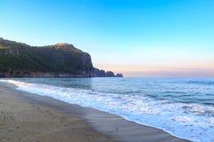 Пляж Kleopatra в alanya с крепостью Стоковое Изображение RF