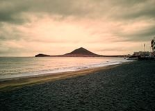 Пляж Medano в золотом часе стоковое фото rf