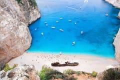 Пляж Navagio с кораблекрушением на острове Закинфа в Греции стоковая фотография rf