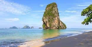 Пляж Railay утра, Krabi, Таиланд стоковое изображение rf