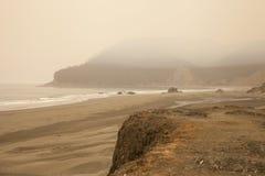 Пляж Smokey от лесных пожаров Орегона стоковое фото rf