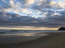 Пляж St Kilda на заходе солнца в Виктории стоковое изображение