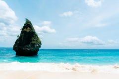 Пляж Suwehan на острове Nusa Penida bali Индонесия стоковое фото rf