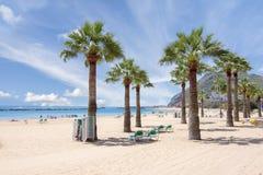 Пляж Teresitas около Santa Cruz, Тенерифе, Канарских островов, Испании стоковые изображения