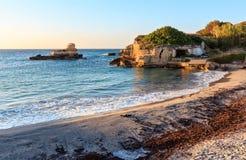Пляж Torre Sant' Андреа, Salento, Италия Стоковое Изображение RF