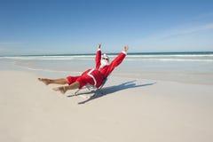 Пляж v праздника рождества Santa Claus Стоковые Изображения RF