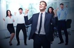 победа вектора иллюстрации дела торжествующий бизнесмен и команда на o Стоковое Фото