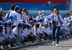 Победа вызывается добровольцем во время ` полка ` действия бессмертного на красной площади Москвы Стоковые Изображения RF