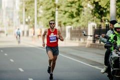 Победитель Yuriy Chechun бегуна гонки 2018 стоковая фотография