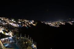 Побеленные дома на скалах с видом на море на ноче в Imerovigl Стоковые Фотографии RF