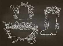 Побелите контуры мелом моча чонсервной банкы, ботинка и кургана с листьями и цветками иллюстрация штока