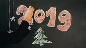 Побелите чертеж мелом С Новым Годом! сток-видео