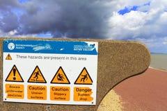 Побережье английского канала знаков опасности пляжа Стоковое фото RF